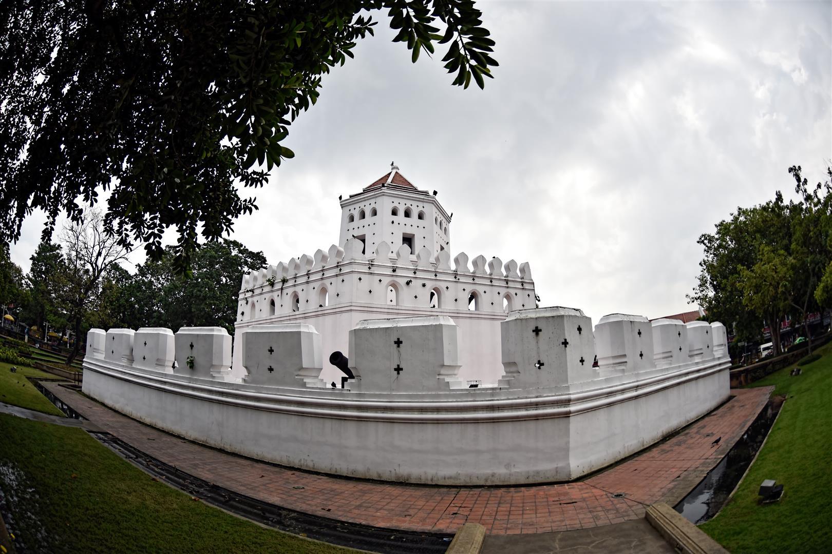 Thailand - Bangkok -Phra Arthit (Large)