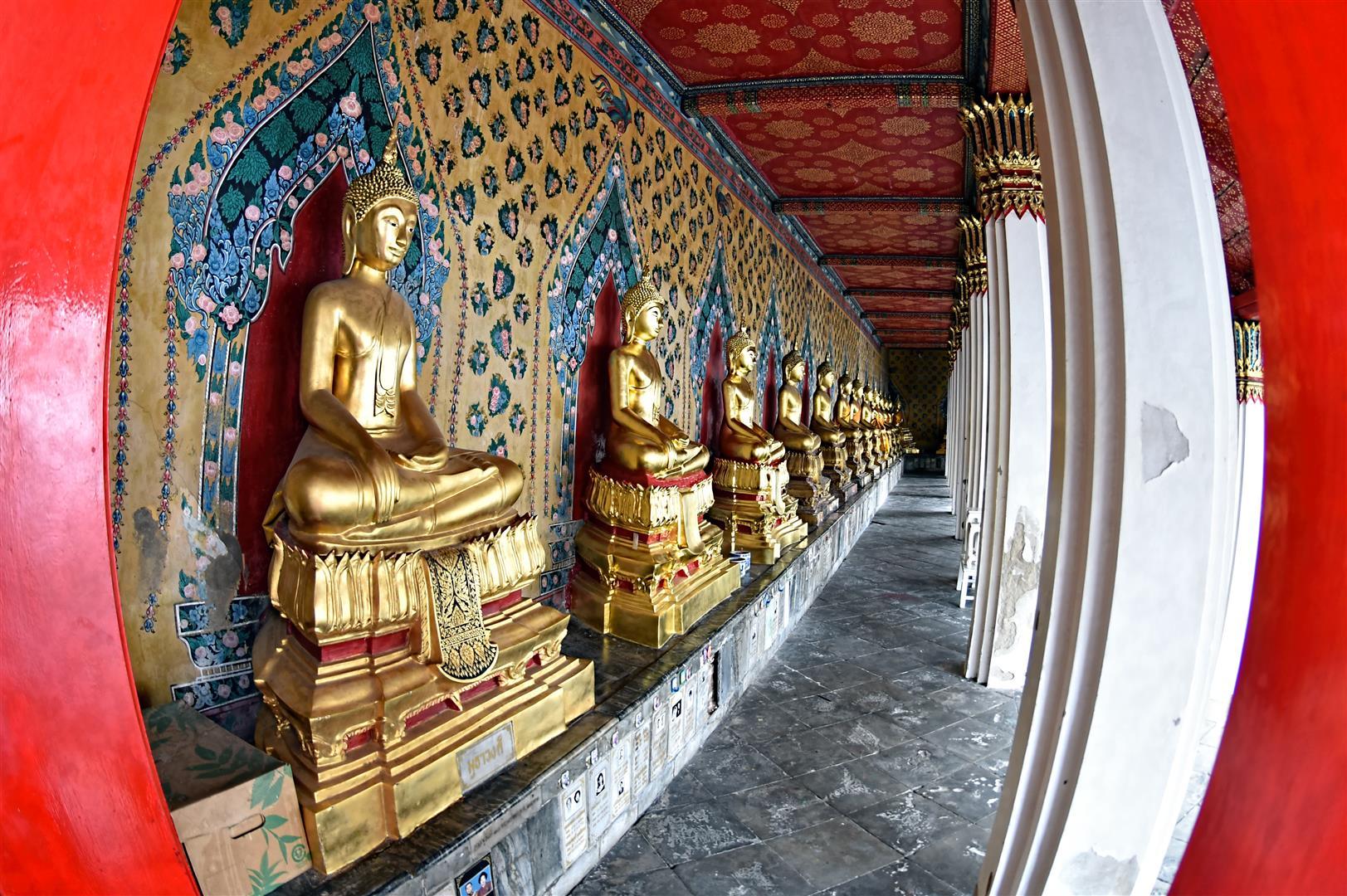 Thailand - Bangkok - Wat Arun Buddhas (Large)