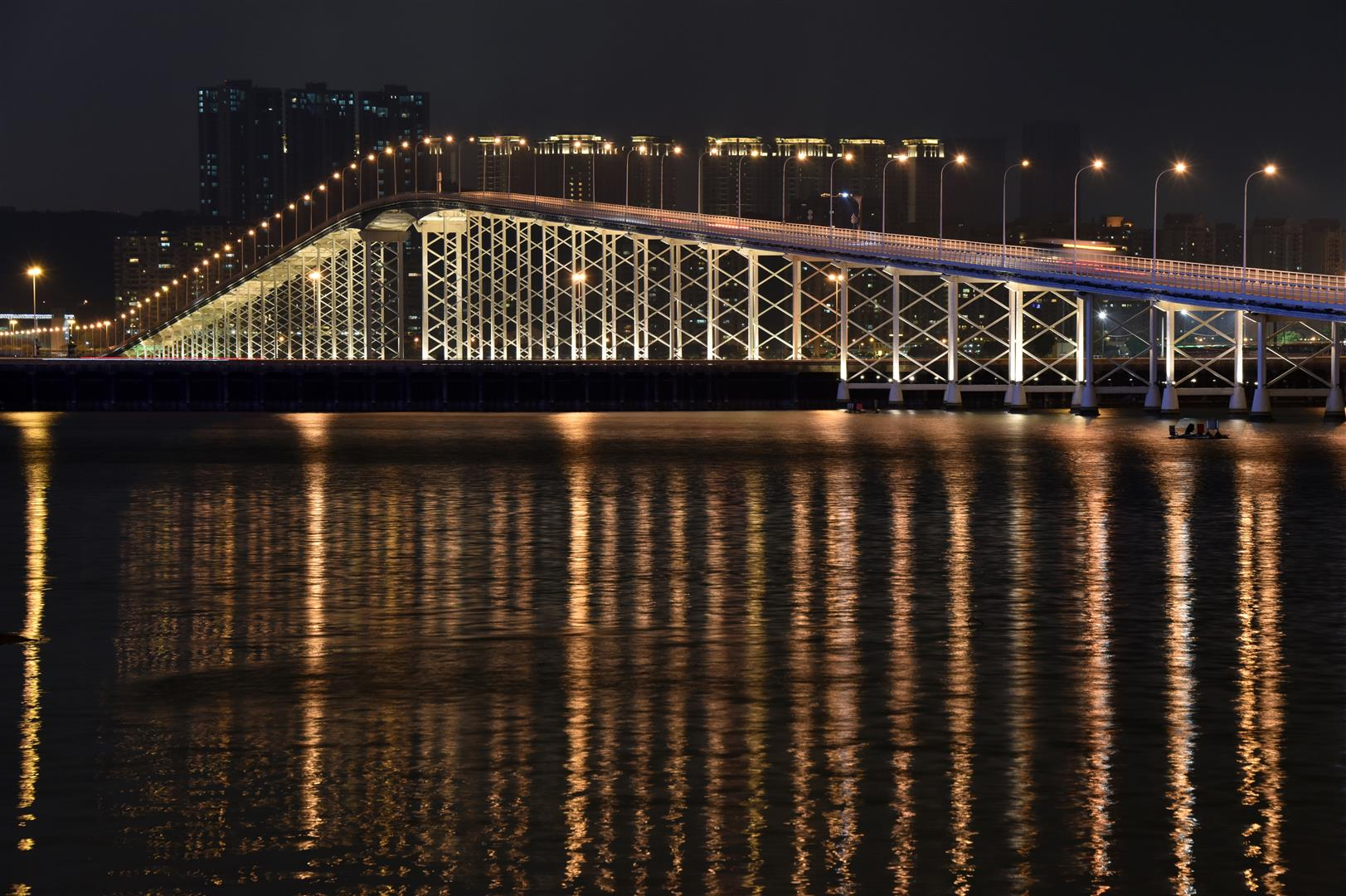 Macau - Governor Nobre de Carvalho Bridge - Macau to Taipa Bridge (Large)