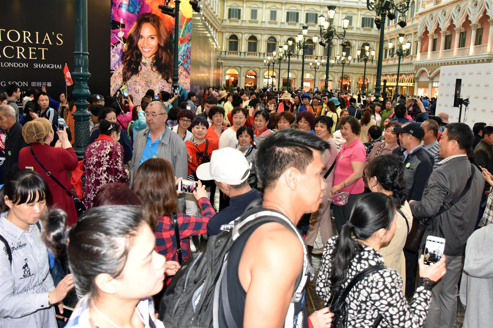 Macau - Mall Crowds (Large)