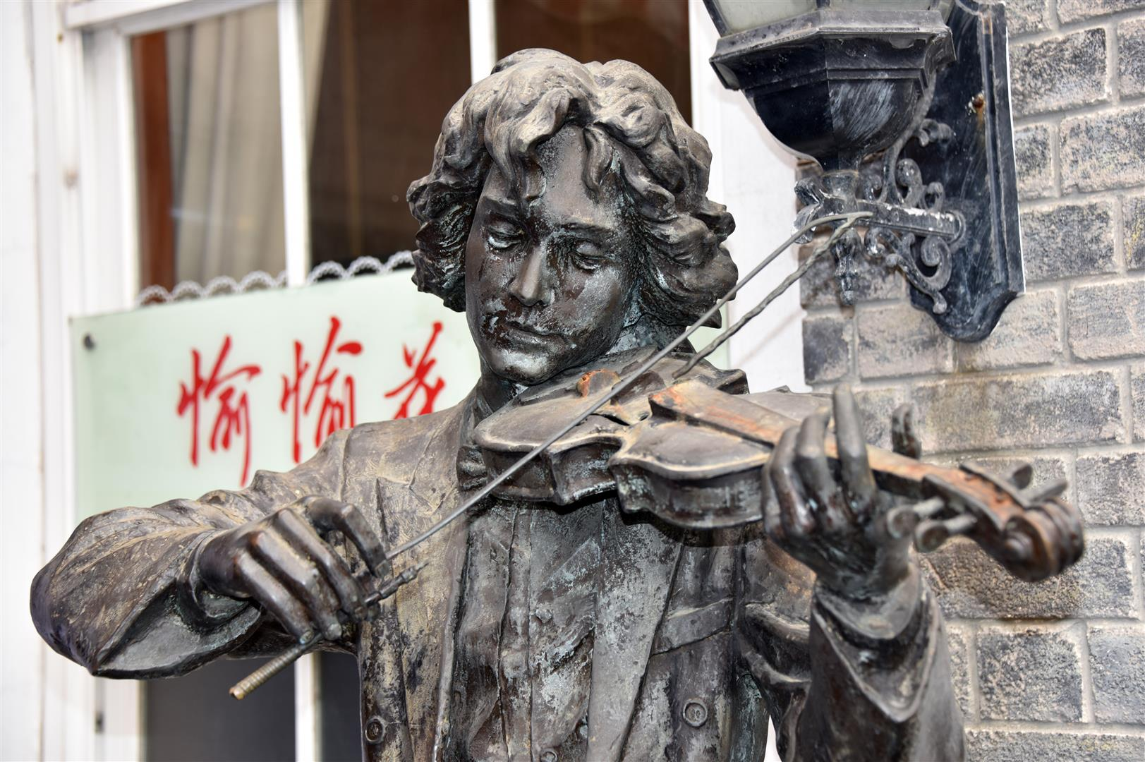 Macau - Statue - Violin Player (Large)